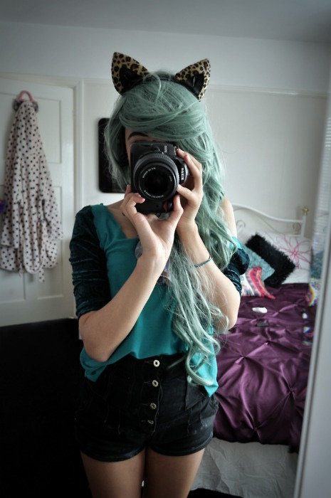 beautiful, blue, cabelo, camera, cute, fashion, garota, girl, green, green hair cathat camera, hair, nice, pastel, photography, pretty, teal, vintage