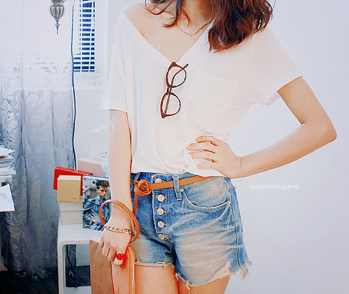 belt, bracelet, denim, fashion, girl, glasses, hair, necklace, pretty, pursue, ring, shorts