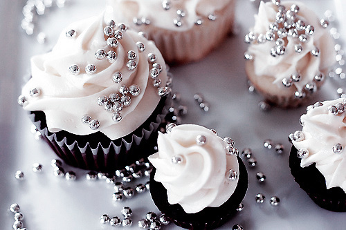 cake, classy, cupcakes, cute, delicious, desert, eat, girly, glamour, macarons, pearls, pink, yum, yummy