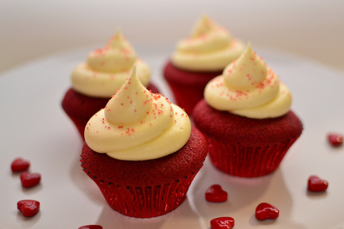 cheese, cool, corazon, cream, cupcake, cupcakes, delicioso, delicious, dessert, dolci, dulce, foto, frosting, heart, lucy, magenta, nice, photo, photography, red, red velvet, rojo, separate with coma, sweet, yummy