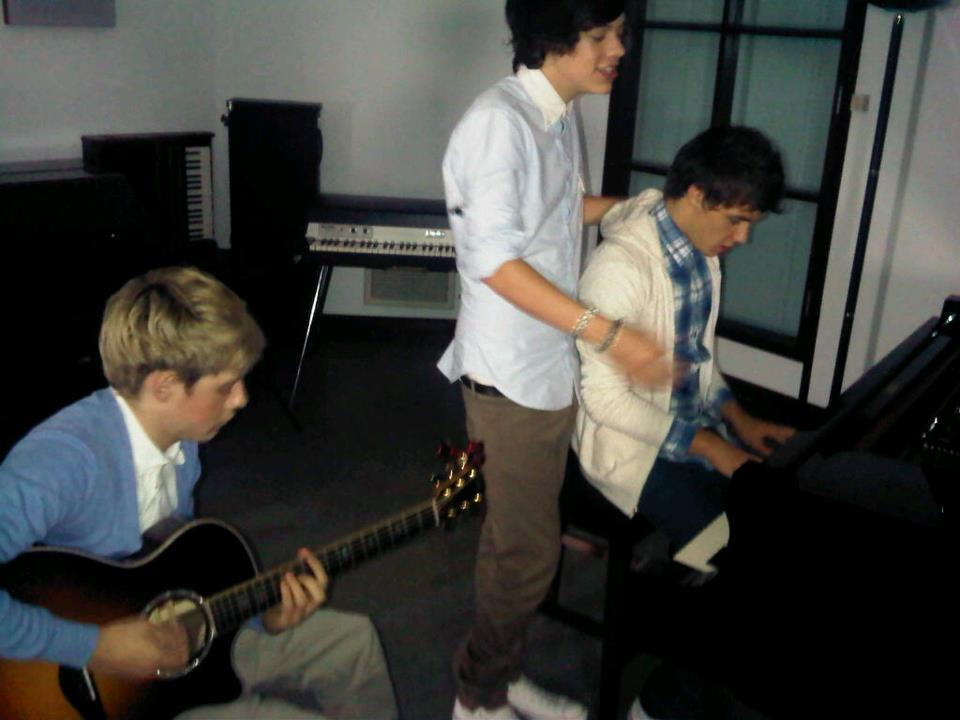 harry styles, i love one direction, jamming in the studio, liam payne, louis tomlinson