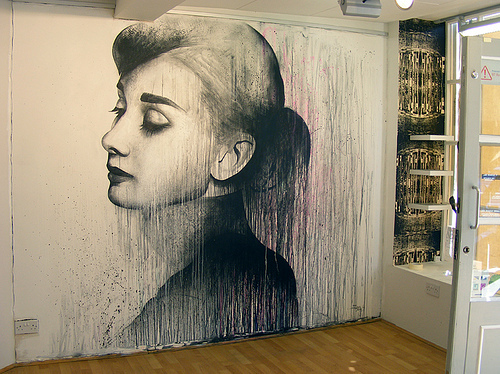 Amazing art audrey hepburn beautiful beauty image for Art mural painting