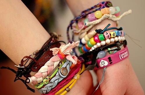 awesome, bangles, bracelets, braids, colorfull, coloridas, colors, cute, different, euquerotodas!, excesso, friendship, love, pulesiras, unique