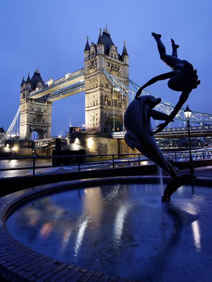 awsome, blue, bridge, cool, delfin, dolphin, england, europa, europe, foto, fountain, great britain, inglaterra, kid, lights, london, londres, lucy, night, photo, photography, puente, river, separate with coma, statue, thames, torre, tower, travel