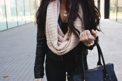 bag, beautiful, beauty, black, brunette, cloock, curls, cute outfit, fashion, girl, glamour, h&m, hair, hand bag, handbag, jacket, jeans, jewellery, leather, leather jacket, mode, outfit, pretty, purse, rich, scarf, style, vintage