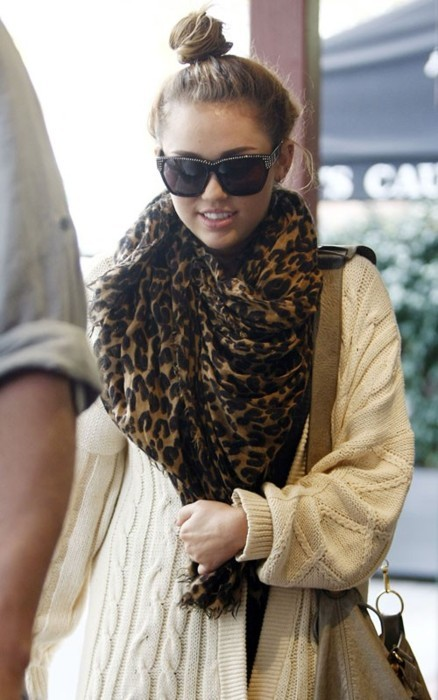 bag, bun, celebrity, cheetah, cute outfit