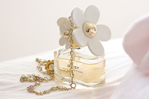beautiful, brand, cute, daisy, flower, fragrance, girly, jacobs, luxury, marc, marc jacobs, perfume, smeel, sweet, yellow