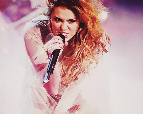 beautiful, fashion, flawless, fun, girl, hot, lights, miley cyrus, photography, pretty, rockstar, sexy, sing, smile, stunning