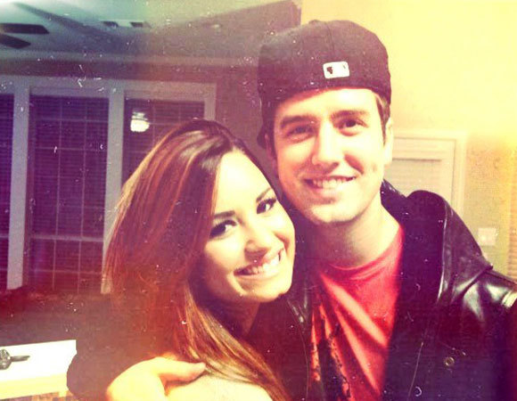 big time rush, bigh time rush, demi, demi lovato, emy, friend, friends, hugh, hugs, logan, lovatics, smile
