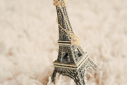 adorable, aseriesofserendipity, bokeh, by melina de souza, by melina souza, cake, colcar, creative, criativa, cupcake, cute, eiffel tower, france, honey pie, honeypie, melina de souza, melina souza, melinwonerland, necklace, paris, pendant